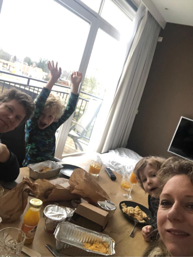 Samen ontbijten in het hotel